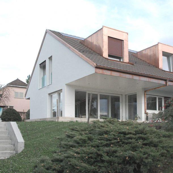 Transformation d'une maison familiale en deux logements | Tolochenaz